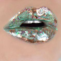 Green and gold lip art Lipstick Style, Lipstick Art, Lipstick Colors, Lip Colors, Lip Art, Makeup Art, Lip Makeup, Candy Lips, Lipgloss