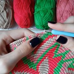 How to Make Crochet Tutorial Video - Taschen - Etsy Crochet Bag Tutorials, Crochet Videos, Crochet For Beginners, Crochet Projects, Tapestry Crochet Patterns, Crochet Stitches, Knit Crochet, Knitted Bags, Knitted Blankets