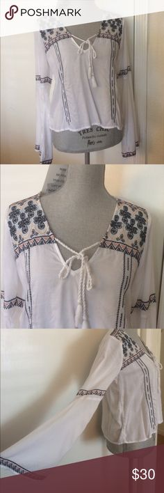 Abercrombie & Fitch White Summer Blouse Abercrombie and Fitch. Perfect for the Summer. Super Comfy! In excellent condition. Abercrombie & Fitch Tops Blouses