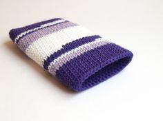 Funda de IPhone violeta / Crochet IPhone case by SILAYAYA - Artesanio