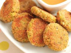 These Veggie Nuggets are healthy, kid-friendly, and addictively delicious! They're full of veggies and perfect for lunch boxes or easy snacks for kids. Vegetarian Meals For Kids, Best Vegetarian Recipes, Vegetable Recipes, Kids Meals, Healthy Recipes, Vegetarian Dish, Veggie Food, Vegan Meals, Baby Food Recipes
