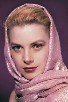 The most glamorous vintage photos of Grace Kelly, the Hollywood actress who became Princess of Monaco after marrying Prince Rainier III in 1956 Hollywood Icons, Golden Age Of Hollywood, Hollywood Glamour, Hollywood Actresses, Classic Hollywood, Hollywood Celebrities, Vintage Hollywood, Grace Kelly Mode, Grace Kelly Wedding