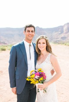 Southwest Wedding. Moab Elopement. Photography: McKenzi Dye - www.mfeltphotography.com/   Read More on SMP: http://www.stylemepretty.com/2016/03/22/the-coolest-untraditional-wedding-youll-ever-see-the-bride-flew-a-plane-to-the-ceremony/