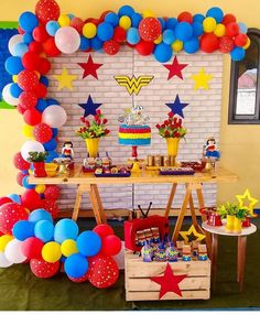 Festa Super Heróis. Por @arabellaevents__ @balloonexpressions @thenakedcakebyvicki @sweetbooth_desserts @burntsugarco @graze.lhcd… Superman Birthday Party, Girl Superhero Party, Avengers Birthday, Wonder Woman Birthday, Wonder Woman Party, Birthday Woman, Bday Girl, Birthday Party Decorations, Party Planning