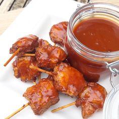 BBQ honing saus - Perfect om te serveren bij een BBQ of om te gebruiken als marinade voor ribbetjes of andere vlees. Op basis van worcestersaus, balsamico azijn, sojasaus, honing, paprikapoeder, enz...