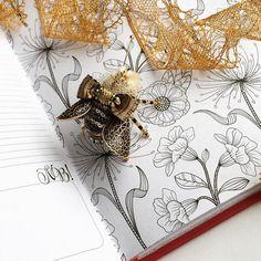 Вот результат вчерашнего отдыха - спасибо всем, кто не остался равнодушным и помог повысить мне мой КПД❤️ #olyonushka #вышитаяброшь #сваровски #брошь  #украшение #стиль #fashion #jewelry #handmade #follow #beads #embroidery #мастеркрафт #ручнаявышивка #ручнаяработа #brooch #ярмаркамастеров #livemaster #жук #bug #муха #мотыль  #вышивка #король #монарх #корона #бабочка #пчела #шмель