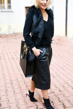 Cashmere knit – CAROLINE BLOMST (HERE), Faux leather cullotes – ZARA (new), Suede boots – ZARA, Bag – SOPHIE HULME (HERE), Faux fur collar – FANNY LYCKMAN (via nelly.com HERE)