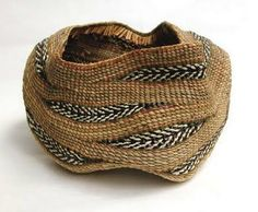 Peggie Wilcox Lakemont, Georgia Feathers Will Fly, 2011 cedar inner bark… Willow Weaving, Basket Weaving, Craft Museum, Pine Needle Baskets, Style Deco, Textiles, Basket Bag, Weaving Art, Textile Art