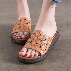 Platform shoes are sneakers, the company, or footwear having evident sturdy sole. Platform Boots, Platform Sneakers, Brown Leather Sandals, Kinds Of Shoes, Custom Shoes, Womens Slippers, Wedge Shoes, Casual Shoes, Handmade Leather