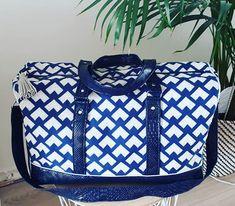 L'aura Fée sur Instagram: Mon premier sac de voyage Boston @sacotin 🧚♀️ #laurafee #handmade #homemade #faitmain #faitmaison #passioncouture #autodidacte #sacboston…