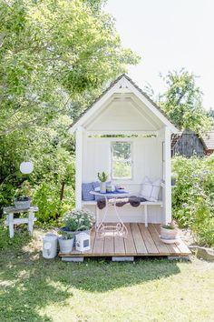 DIY Gartenlaube und Friday Flowerday Gazebo DIY or my new philosopher's cottage, Pomponetti Gazebo Diy, Pergola, Gazebo Ideas, Garden Gazebo, Garden Paths, Yard Ideas, Diy Garden Projects, Diy Garden Decor, Outdoor Projects