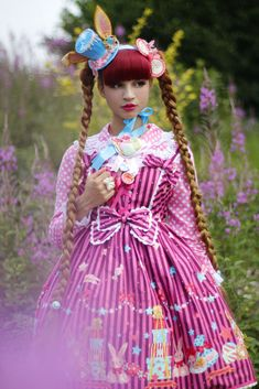 Lolitas and flowers - LUNIESHOP.Com Marie : Mini bunny and macarons hat Pastel Parade// Pink and white braided hair bow MchaMcha 69//Macarons and plate 2 way brooch Pastel Parade//Tea cup necklace Pastel Parade//Sugary biscuit rings Pastel Parade