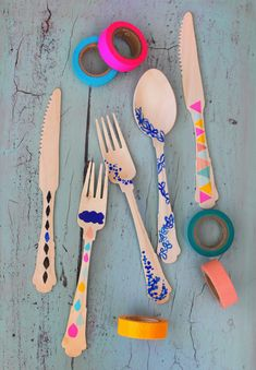 Decorating bamboo cutlery with washi tape
