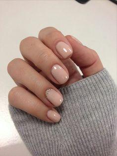 ▷ 1001 + tolle Ideen, wie Sie Gelnägel selber machen - fingernägel selber machen, lange ärmeln, kurze nägel in beige, kleine strasssteinchen La meilleur - Acrylic Nail Designs, Nail Art Designs, Acrylic Nails, Nails Design, Chic Nails, Fun Nails, Xmas Nails, Halloween Nails, French Nails