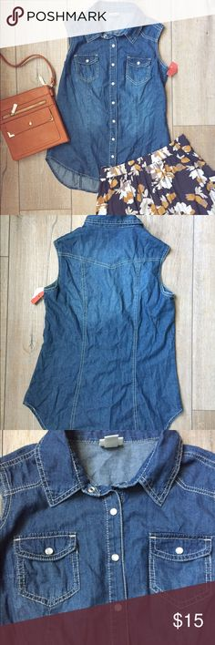 Mossimo•Denim•Sleeveless•Button•Down Mossimo Denim Button Down. Size M. NWT. 100% Cotton. Great for fall!!! Mossimo Supply Co Tops Button Down Shirts