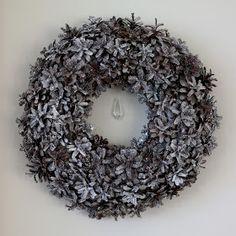 käpykranssi Joy To The World, Autumn Garden, Door Wreaths, Pine Cones, Christmas Wreaths, Christmas Ideas, Diy Crafts, Holiday Decor, Door Hangers