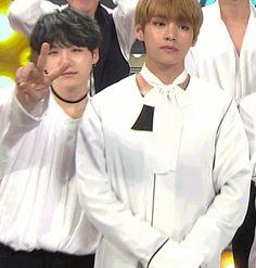 Suga, do BTS acerta acidentalmente Jisoo do Black Pink com o braço e causa polêmica | CPCOM