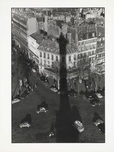 Willy Ronis, l'ombre de la Colonne de la Bastille sur les toits de Paris