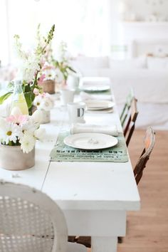 Table painted with Decorators White from Benjamin Moore. From Dreamy Whites. 16 of the best furniture paint colors.