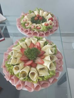 Ensaladas, adornos gourmet Canapes Gourmet, Meat And Cheese Tray, Cheese Platter… – Meatappetizers Meat And Cheese Tray, Meat Trays, Food Trays, Meat Platter, Meat Appetizers, Appetizers For Party, Appetizer Recipes, Appetizer Dips, Salad Recipes