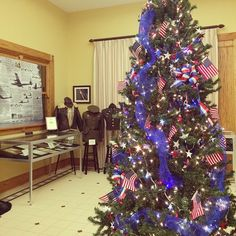 tourhendersonky#Veterans #Christmas tree in Henderson Ky Depot Community Room.