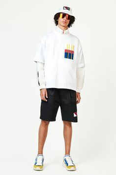 Tommy Hilfiger Spring 2019 Menswear Fashion Show Collection Men's Fashion, Winter Fashion, Fashion Design, Tommy Hilfiger, La Mode Masculine, Vogue Russia, Trends, Fashion Show Collection, Mens Sweatshirts