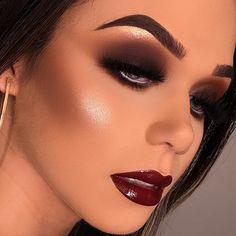 Heavy makeup for a party Eye Makeup On Hand, Makeup Over 40, Bronze Makeup Look, Glam Makeup Look, Makeup Goals, Makeup Inspo, Eye Make Up Videos, Makeup Pictorial, Heavy Makeup