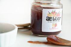 Hjemmelavet lækker æblesmør kan bruges til mange lækre retter eller spises som det er og så er det nemt at lave selv - få opskriften her