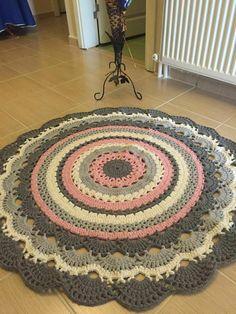24 Ideas For Crochet Scarf Flower Hats Crochet Mat, Crochet Rug Patterns, Crochet Carpet, Crochet Round, Crochet Doilies, Double Crochet, Hand Crochet, Knitting Patterns, Baby Mermaid Crochet