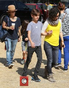 Picture - Sara Gilbert, Linda Perry and Levi Hank Gilbert-Adler at Mr Bones Pumpkin Patch | Photo 4422940 | Contactmusic.com