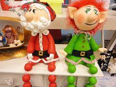 Passo a passo de como fazer esse lindo Papai Noel que foi ensinado pela artesã Raquel Natali - Libélula no Programa Ateliê na TV. Conheça o trabalho da artesã: Blog: http://www.libelulanoivos.blogspot.com.br/ Facebook: https://www.facebook.com/libelulaartes