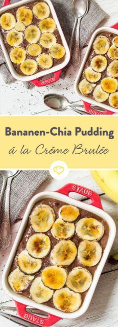 Das Besondere an dem Chia-Pudding? Seine Schicht aus gezuckerten Bananenscheiben, die im Backofen eine knusprige Karamellkruste bekommen.