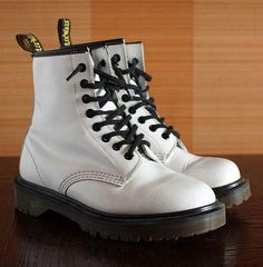 #DocMartensoutfit Doc Martens Outfit, Doc Martens Boots, Dr. Martens, White Doc Martens, Black Espadrille Sandals, Black Espadrilles, Mens Loafers Shoes, Loafer Shoes, Black Leather Shoes