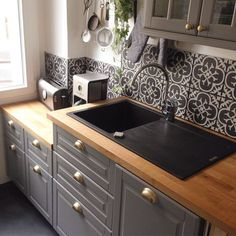 Add a pretty backsplash to your modern kitchen and match it with the cabinets! // modern kitchen design with grey tiles, contemporary ideas and grey spaces Kitchen Interior, Kitchen Inspirations, Kitchen Remodel, Kitchen Decor, Kitchen Accents, Home Decor, New Kitchen, Home Kitchens, Kitchen Renovation