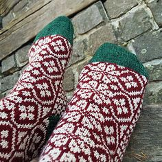 Mittens, Ravelry, Socks, Knitting, Winter, Pattern, Loom Knit, Contrast Color, Faith
