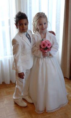 Als dit geen mooie bruidskinderen zijn, dan weet ik het ook niet meer. Bruidsmeisje, bruidsjonker, bruidskinderen, trouwen, bruiloft, huwelijk. bruidskindermode.nl Girls Dresses, Flower Girl Dresses, Wedding Dresses, Fashion, Dresses Of Girls, Bride Dresses, Moda, Bridal Gowns, Fashion Styles