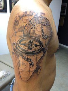 Kompass Tattoo alte Weltkarte