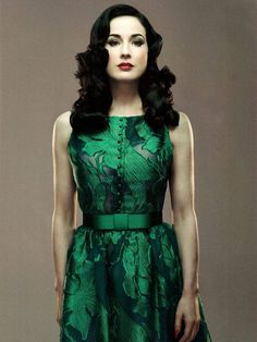 Dita Von Teese in a green dress which makes pale skin look so beautiful Pin Up Vintage, Mode Vintage, Vintage Green, Dress Vintage, Vintage Style, Dita Von Teese Style, Fashion Mode, Womens Fashion, Dita Von Tease