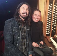 """476 Me gusta, 3 comentarios - BBC Music (@bbcmusic) en Instagram: """"Dave Grohl and Jools Holland pictured earlier at The Royal Albert Hall rehearsing for Later With…"""""""