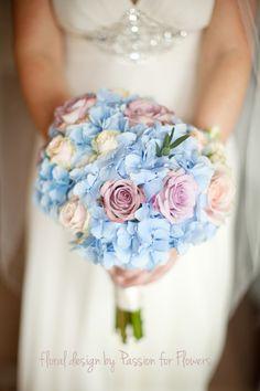 choosing-wedding-flowers-by-season-blue-hydrangea-and-rose
