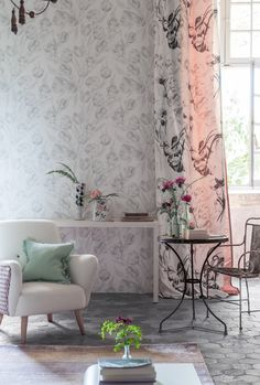 Fontainbleau tulip wallpaper pair with our Pomander fabric print