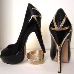 Vince Camuto Black & Gold Heels Amazing Vince heels with gold metal detail Vince Camuto Shoes Heels