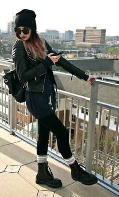 Martens Stiefel H & M Lederjacke American Apparel Socken Urban Outfitters Mütze The post Damenmode am Share Sonntag appeared first on Love Mode. Dr. Martens, Dr Martens Boots, Dr Martens Style, Estilo Grunge, Look Fashion, Winter Fashion, Fashion Edgy, Womens Fashion, Autumn Fashion Grunge