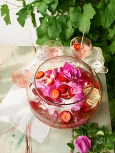 ➥  Bowlen mit Beeren, Pfirsich und Melone für Partys im Frühling und Sommer.