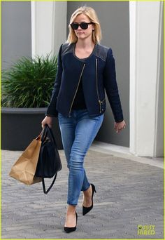 Reese Witherspoon street style.