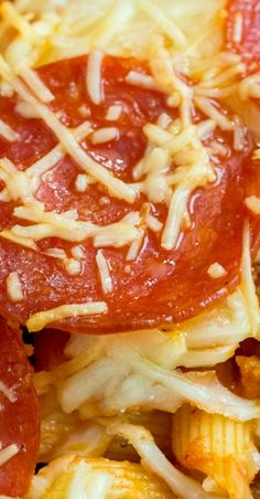 Do pizza night a little differently! Pizza Casserole, Casserole Dishes, Casserole Recipes, Beef Recipes, Cooking Recipes, Top Recipes, Pizza Recipes, Dinner Recipes, Best Italian Recipes