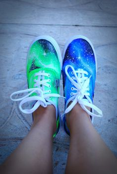 galaxy shoes I want my first pair of vans Galaxy Converse, Vans Converse, Converse Chuck Taylor, Galaxy Shoes, Grunge Style, Soft Grunge, Pretty Shoes, Cute Shoes, Me Too Shoes