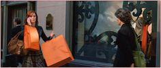 Qui vedete la via dello #shopping !!!  Emily sfreccia sui marciapiedi della #MadisonAvenue  e fa i suoi acquisti per Miranda.