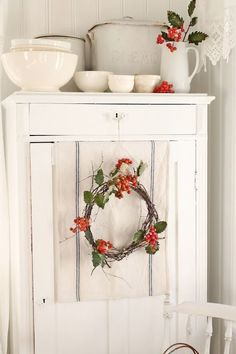 From Vibeke Design Cottage Christmas, Christmas Kitchen, Primitive Christmas, Country Christmas, Simple Christmas, White Christmas, Christmas Photos, Xmas, Antique Christmas
