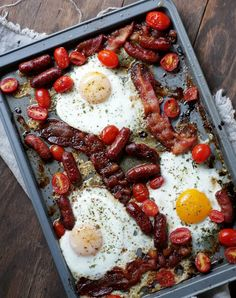 Sheet Pan Meals: Bacon and Eggs Breakfast Bake – Bacon and eggs are a breakfast classic, but it's a fun dinner at times, too! Get the recipe from Diethood - easy one pan Baked Breakfast Recipes, Bacon Breakfast, Breakfast Dishes, Brunch Recipes, Mexican Breakfast, Breakfast Quiche, Breakfast Sandwiches, Recipes Dinner, Oeuf Bacon